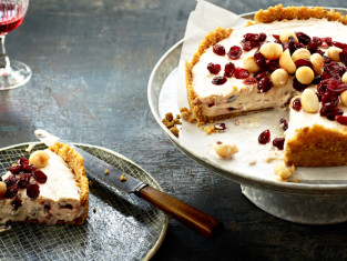 Cranberry-Macadamia-Cheesecake